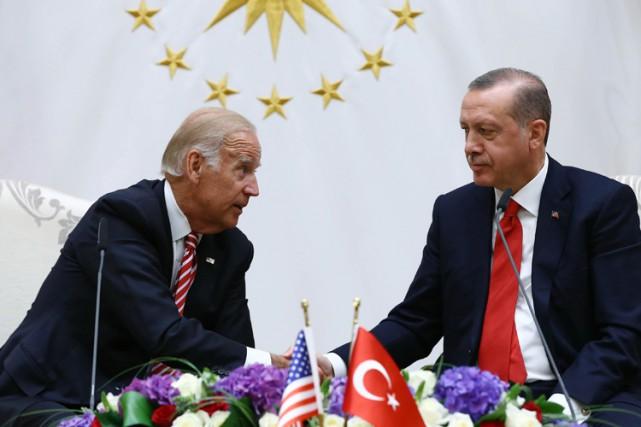 Après une rencontre avec le président Tayyip Recep... (PHOTO AP)