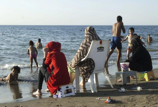 Si le burkini fait des vagues en France... (AFP, Ryad Kramdi)