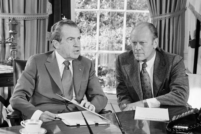 Richard Nixon etGerald Ford dans le Bureau ovale... (ARCHIVES AP)