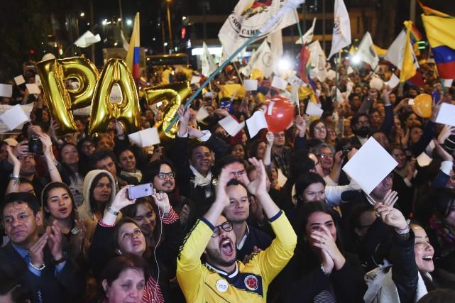 Dans la capitale colombienne, Bogota, l'annonce d'un accord... (AFP, Guillermo Legaria)
