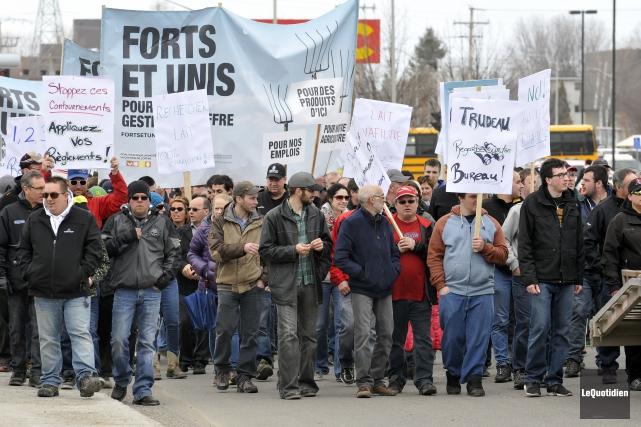 Les producteurs de lait avaient tenu une manifestation... (Archives Le Quotidien, Rocket Lavoie)