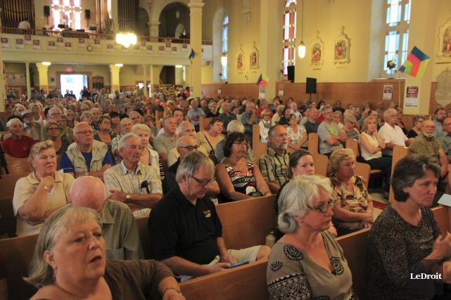 Plus de 400 personnes ont participé à une... (Martin Brunette, LeDroit)