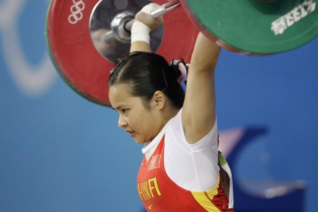 L'haltérophile Chen Xiexia est l'une destrois médaillées d'or... (Photo Andres Leighton, AP)