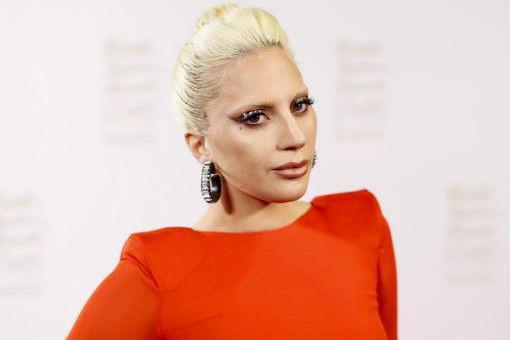 Après un détour par les classiques du jazz et une ambiance feutrée, Lady Gaga... (PHOTO ARCHIVES AFP)