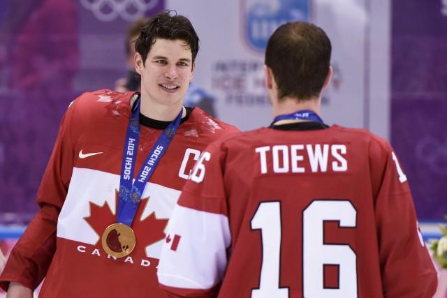 Sidney Crosby et Jonathan Toews aux Jeux olympiques... (Archives, La Presse canadienne)