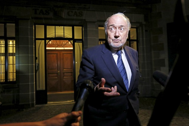 Sepp Blatter conteste sa suspension de six ans de... (PHOTO PIERRE ALBOUY, REUTERS)