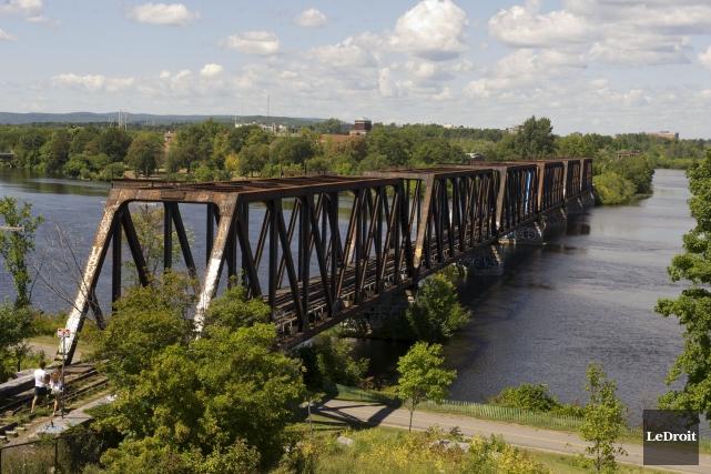 Le pont Prince-de-Galles, au coeur du projet MOOSE... (Martin Roy, LeDroit)