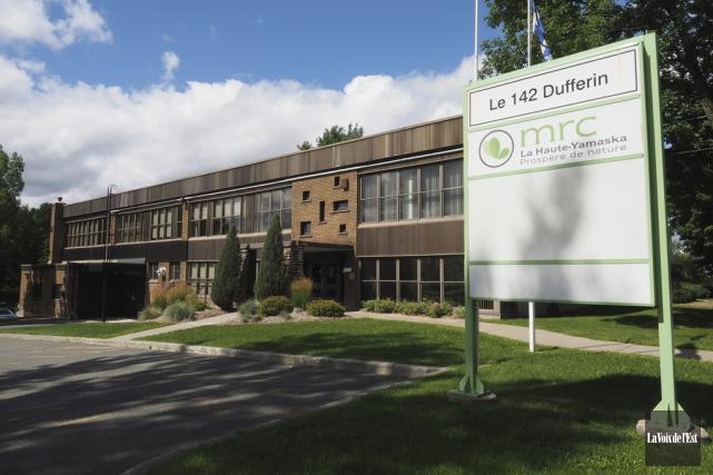 L'édifice qui abrite les bureaux de la MRC... (Alain Dion, La Voix de l'Est)