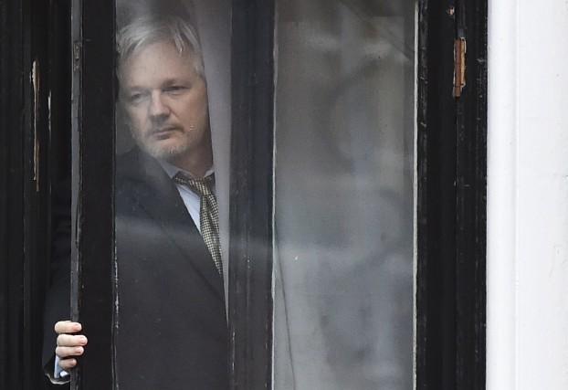 Julian Assange, retranché dans l'ambassade d'Équateur à Londres... (Archives AFP)