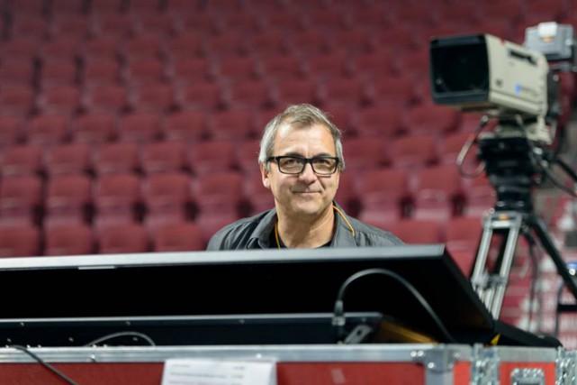 Yves Aucoin est le scénographe des spectacles de...