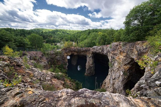 Des gens s'aventurent dans la mine Wallingford-Backà l'année,... (Flickr/Eric_Chenel)