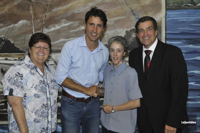 Justin Trudeau en plein bain de foule au... (Photo Le Quotidien, Rocket Lavoie)