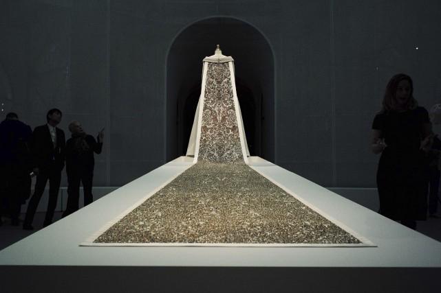 La pièce symbole de l'exposition est une robe... (AFP, Jewel Samad)