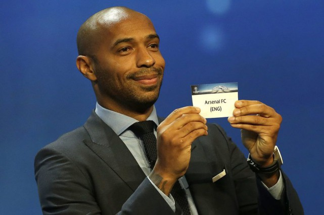Thierry Henry lors du tirage en vue de... (PHOTO CLAUDE PARIS, AP)