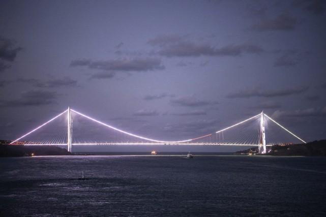 Le pontYavuz Selim,troisième pont du Bosphore, a été... (PHOTO OZAN KOSE, AFP)