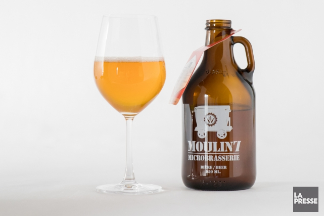 Surfant sur la popularité des growlers, Moulin 7 distribue depuis... (PHOTO MARCO CAMPANOZZI, LA PRESSE)