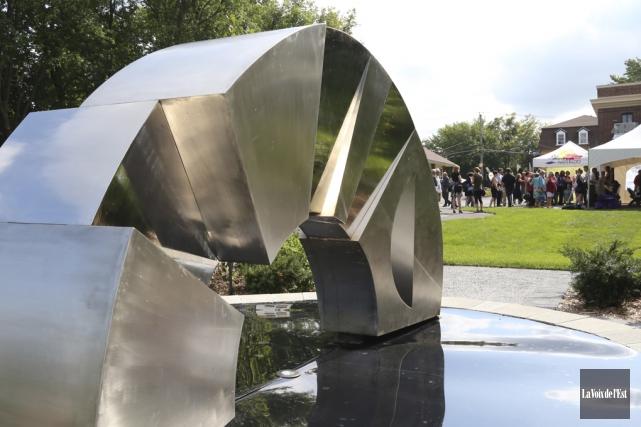 Une des sculptures monumentales qu'on peut admirer au... (Christophe Boisseau-Dion, La Voix de l'Est)