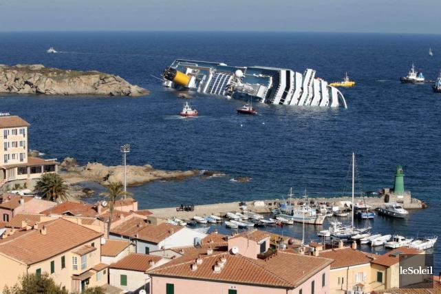 Le navire naufragé Costa Concordia... (Photothèque Le Soleil)
