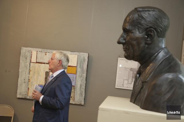 Le monument de bronze en l'honneur de Roland... (Julie Catudal, La Voix de l'Est)