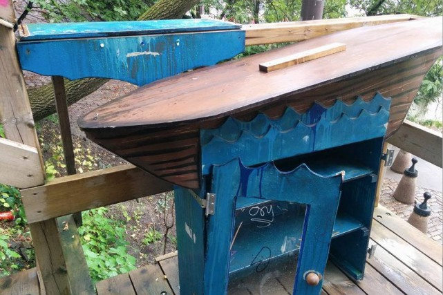 La cabane à bouquins mise en place au... (Tirée de Facebook)