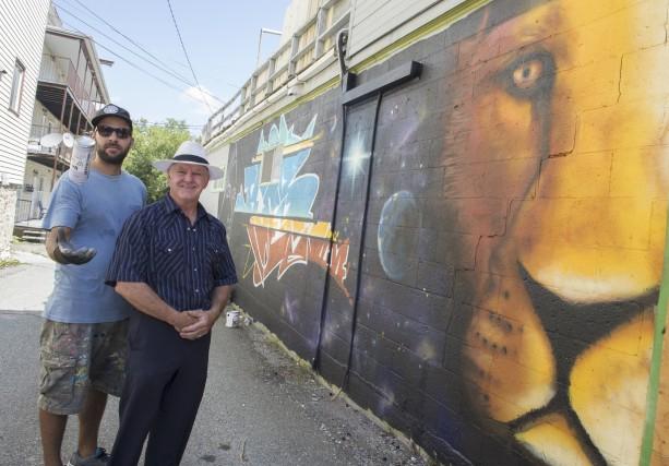 Claude Roussel a fait peindre une murale sur... (Spectre Média, Maxime Picard)