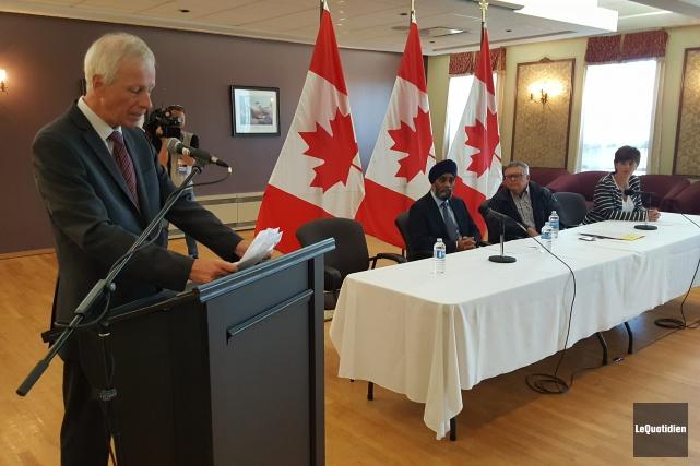 Les ministres Stéphane Dion, Harjit Sajjan, Ralph Goodale... (Photo Le Quotidien, Michel Tremblay)