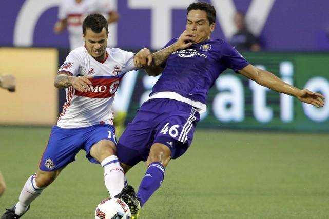 L'excellent Sebastian Giovinco, à gauche, semble toujours en... (Associated Press)