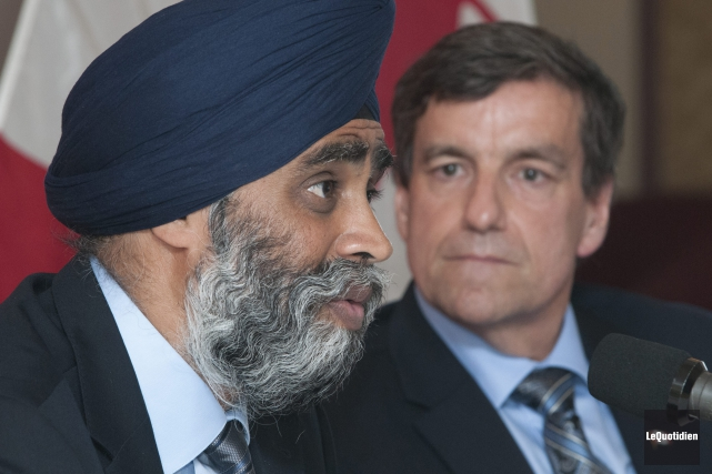 Le ministre Sajjan et le député Denis Lemieux.... (Photo Le Quotidien, Michel Tremblay)