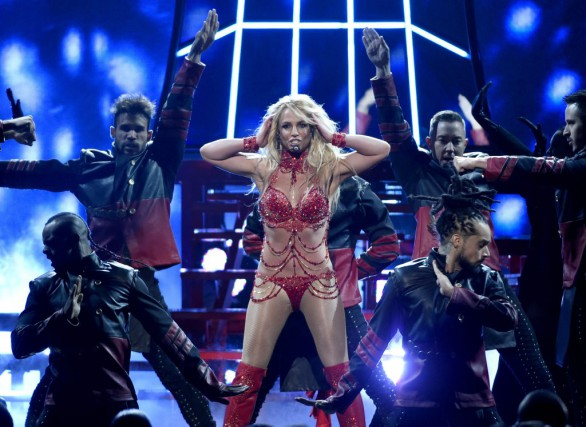 Britney Spears lors de sa performance aux Billboard... (PHOTO CHRIS PIZZELLO, ARCHIVES AP)