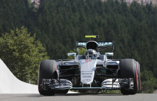 Le pilote Mercedes Nico Rosberg a décoché la position de tête en vue du Grand... (AP)