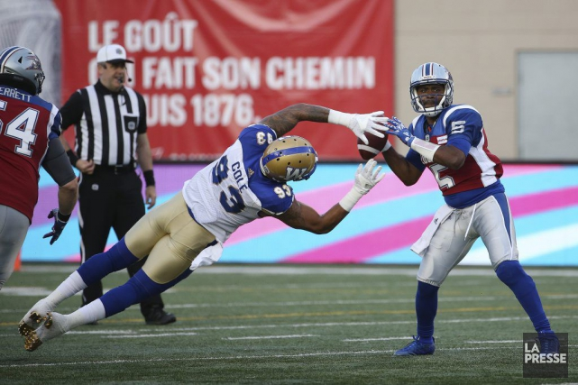 Justin Cole afait perdre le ballon au quartKevin... (PHOTO MARTIN CHAMBERLAND, LA PRESSE)