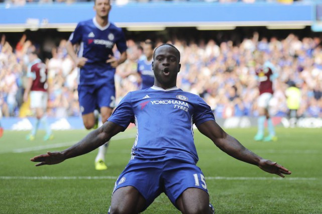 Victor Moses a marqué le troisième but de Chelsea.... (PHOTO EDDIE KEOGH, REUTERS)