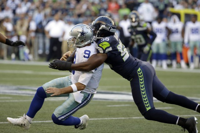 Tony Romo (9) a été blessé jeudi à la... (PHOTO ELAINE THOMPSON, AP)