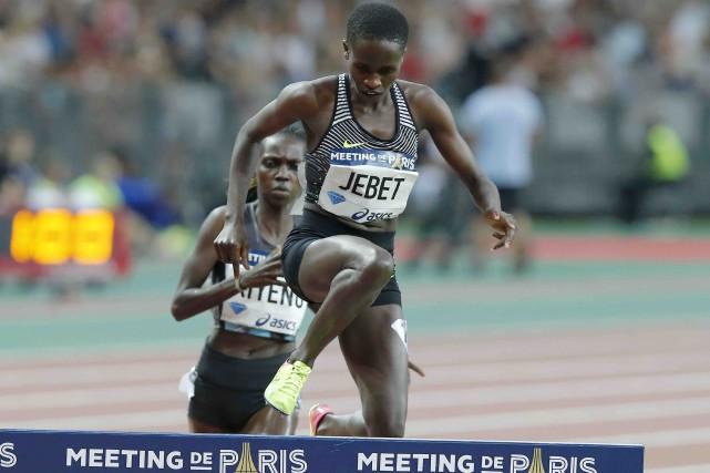 À Paris, la Bahreïnienne d'origine kenyane Ruth Jebet... (AP, Michel Euler)