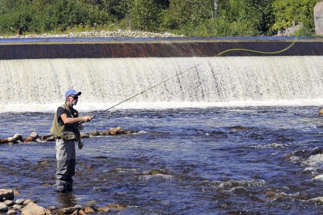 Répartis en équipes de deux, 36 pêcheurs ont... (Photo Le Progrès-Dimanche, Rocket Lavoie)