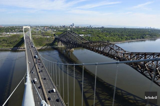 Le pont Pierre-Laporte et celui de Québec... (Photothèque Le Soleil, Patrice Laroche)
