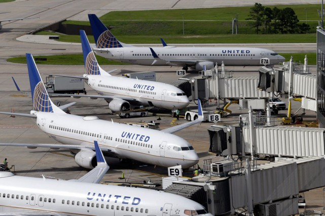 Des avions de la compagnie aérienne United Airlines.... (PHOTO ARCHIVES AP)