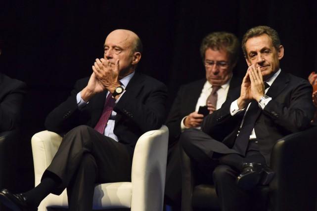 L'ancien président Nicolas Sarkozy (à droite) et l'ex-premier... (PHOTO PASCAL LACHENAUD, ARCHIVES AGENCE FRANCE-PRESSE)