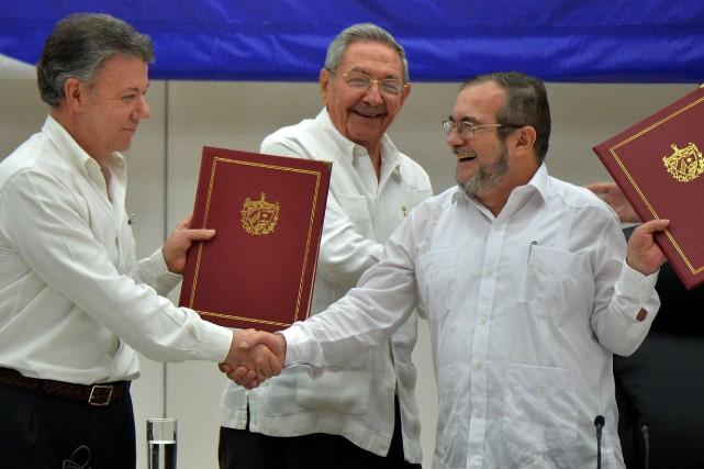 Le président colombien Juan Manuel Santos et le... (Photo AFP)