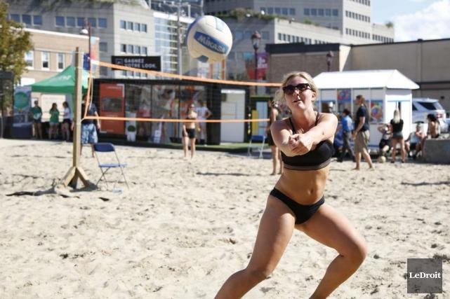 Alexie Ferreira participe au tournoi de Lavolley.... (Simon Séguin-Bertrand, LeDroit)