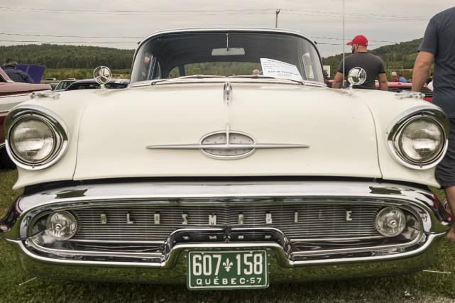 Environ 300 voitures d'époques étaient stationnées au Centre... (Spectre Média, Marie-Lou Béland)