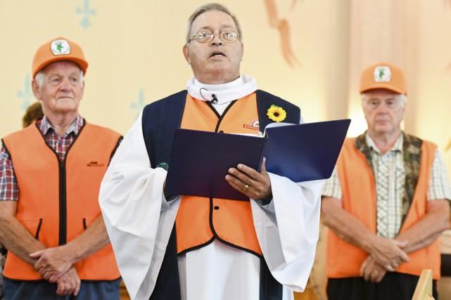Le curé d'Hérouxville, Paul-Émile Landry, récite la messe... (Andréanne Lemire)