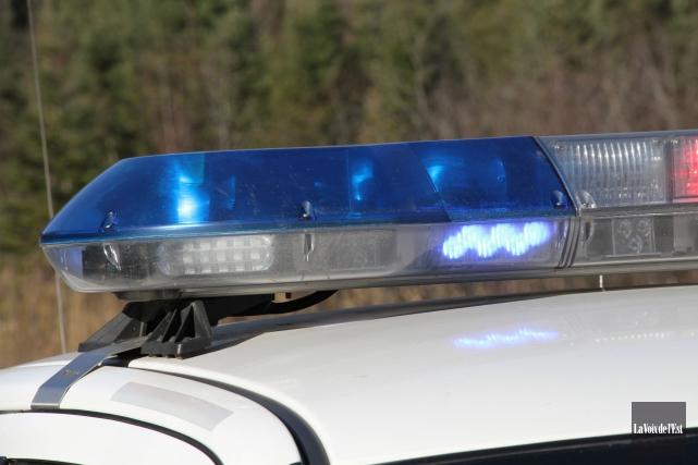 Les agents de la Sûreté du Québec ont intercepté un motocycliste, à 16h25... (Archives La Voix de l'Est)