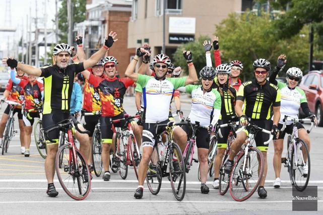 Neuf cents cyclistes ont participé au vélotour SP... (Andréanne Lemire)