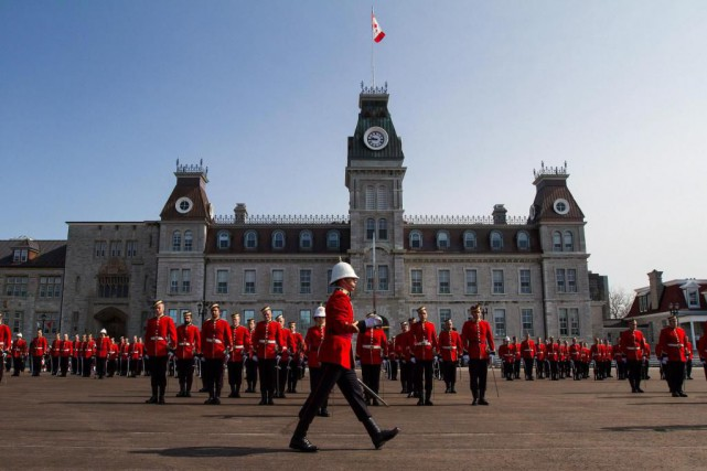Plusieurs officiers-cadets ou récents diplômés du Collège ont... (photo lars hagberg, archives la presse canadienne)