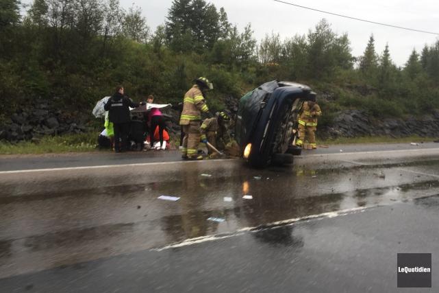 Deux hommes ont subi des blessures mineures à... (Photo Le Quotidien, Laure Gagnon-Tremblay)