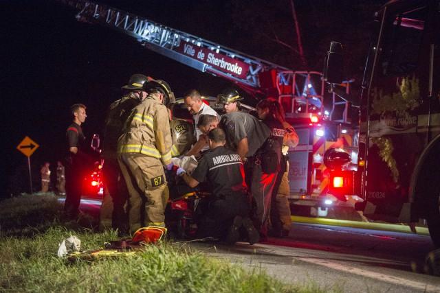 Une femme reposait dans un état critique dimanche soir après avoir été happée... (Spectre média: Julien Chamberla)