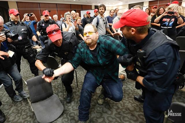 Un manifestant a réussi à déjouer la sécurité... (La Presse, Patrick Sanfaçon)