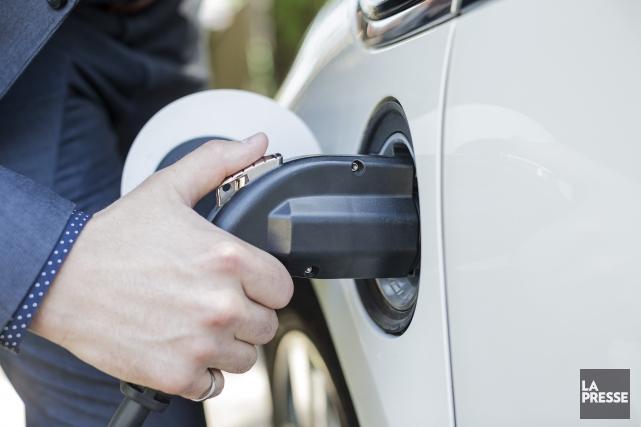 Les voyageurs qui roulent en véhicule électrique pourront compter sur un... (Archives La Presse)