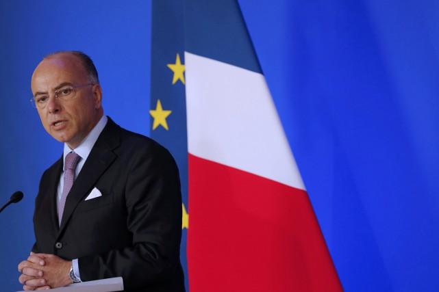 Le ministre de l'Intérieur et des Cultes Bernard... (photo Philippe Wojazer, REUTERS)